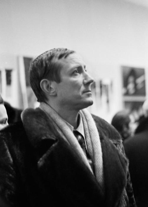 Евгений Евтушенко на выставке в павильоне «Пчеловодство», 1975 год.