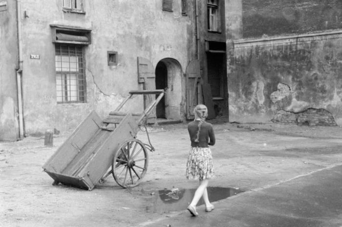 В одном из двориков. Рига, Латвия, 1959 год.