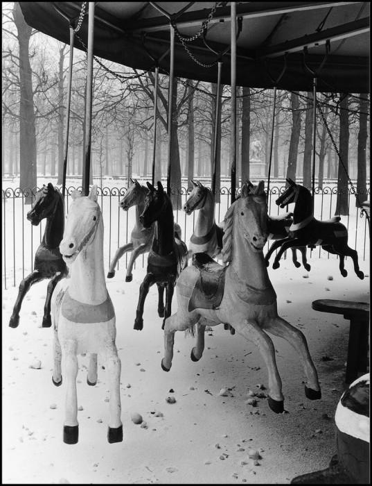 Детский аттракцион. Франция, Сад Тюильри, 1950 год.