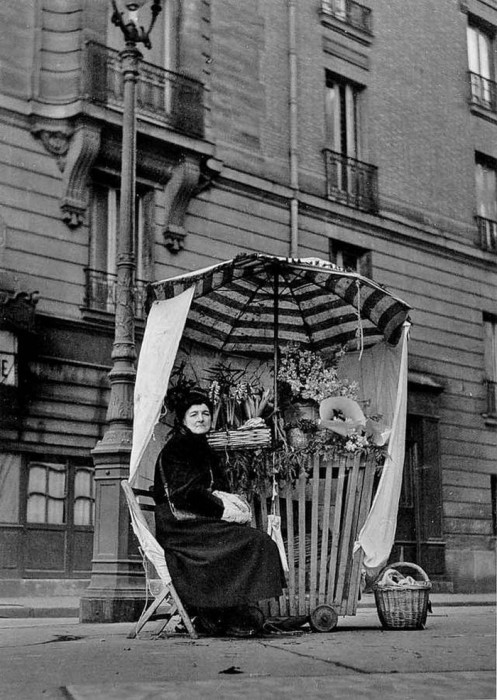 Продавщица цветов. Франция, 1950 год.