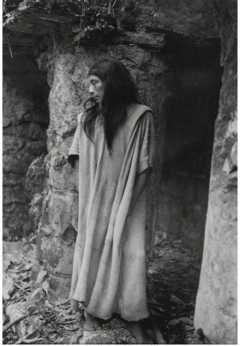 Жрец в храме красного тигра. Мексика, 1949 год.