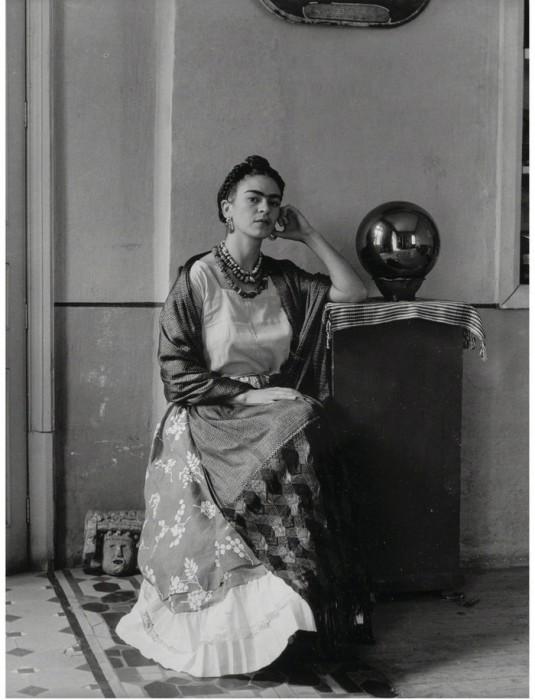 Портретный снимок гениальной мексиканской художницы.