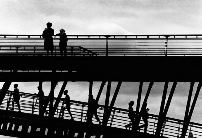 Прогулка по мосту, которая позволит насладиться шикарными видом. Франция, Париж, 2005 год.