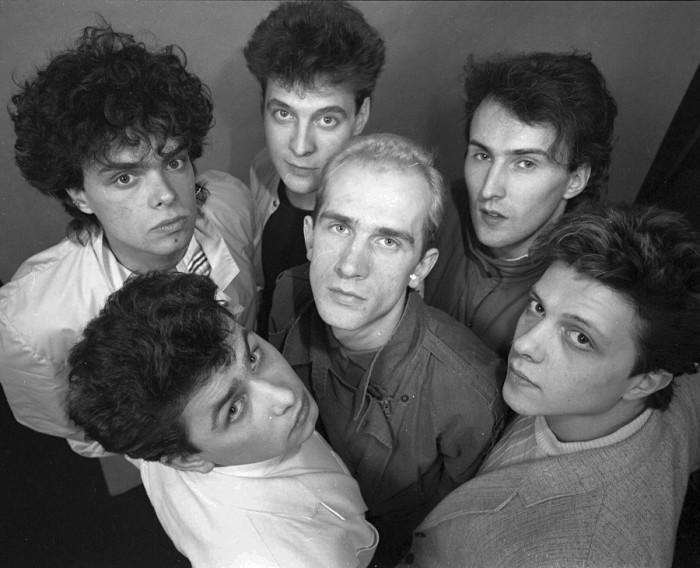 «Здравствуй, песня» - знаменитый советский вокально-инструментальный ансамбль.