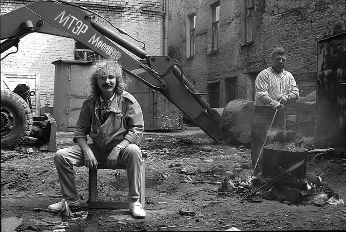 Игорь Николаев во дворе студии, 1987 год.