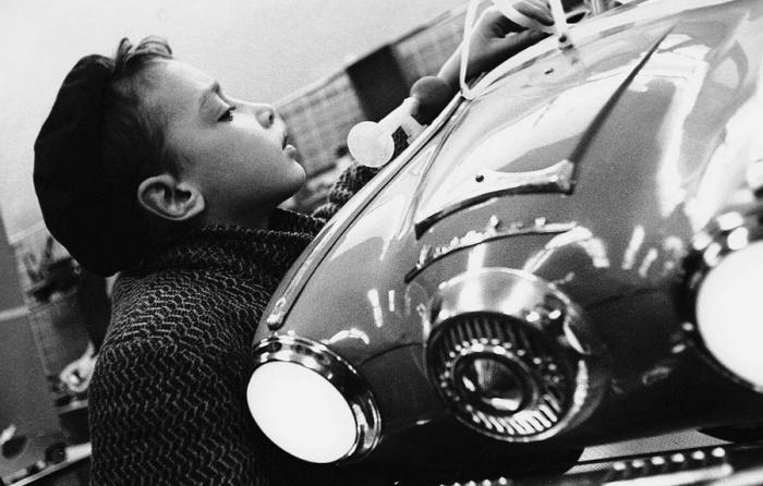Макет автомобиля, собранный на кружке юного автомобилиста.