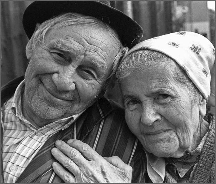 Пожилая пара, прожившая вместе до глубокой старости.