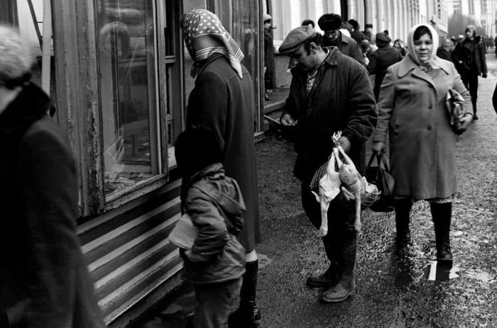Газетный киоск на улице Металлургов. СССР, Новокузнецк, 1980-е годы.