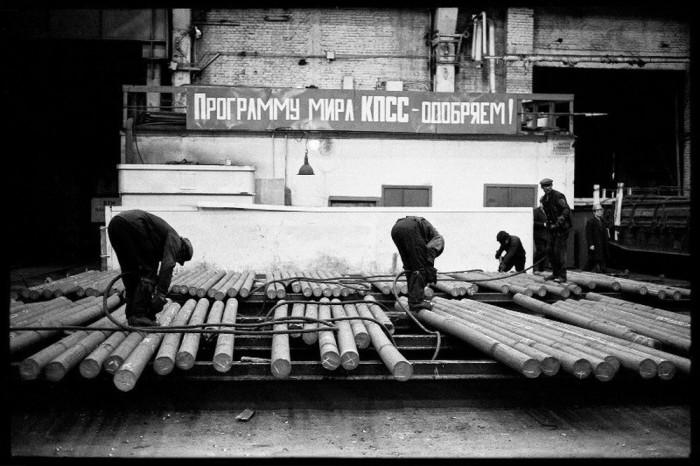 Среднесортный цех Кузнецкого металлургического комбината.