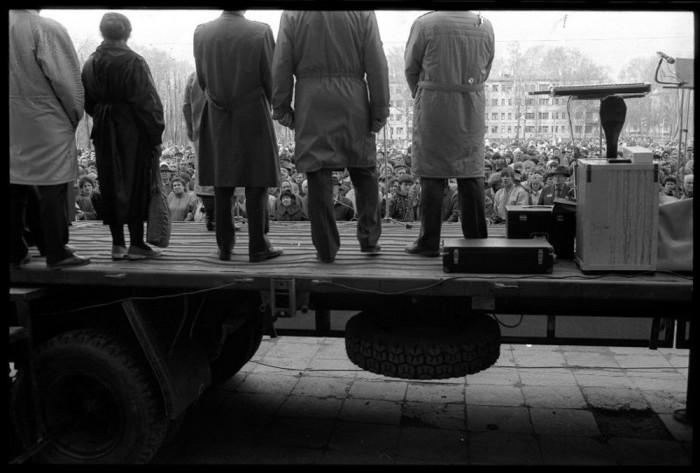Театральная площадь во время шахтерской забастовки, 1991 год. Автор фотографии: Vladimir Vorobyov.
