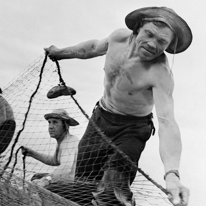 Мгновение из жизни заядлого рыбака.
