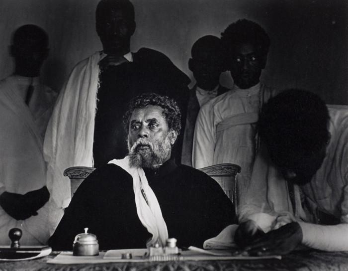 Городской глава и начальник юстиции, председательствующий в судебном заседании. Аддис-Абеба, Эфиопия, 1935 год.