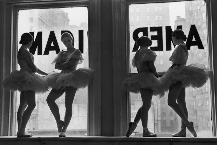 Балерины в репетиционном зале балетной школы Джорджа Баланчина, 1936 год.