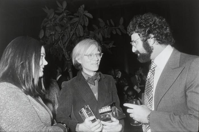 Знаменитый художник Энди Уорхол на юбилее Нормана Мейлера в 1973 году.