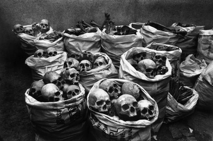 Останки погибших от Бхопальской катастрофы в 1984 году.