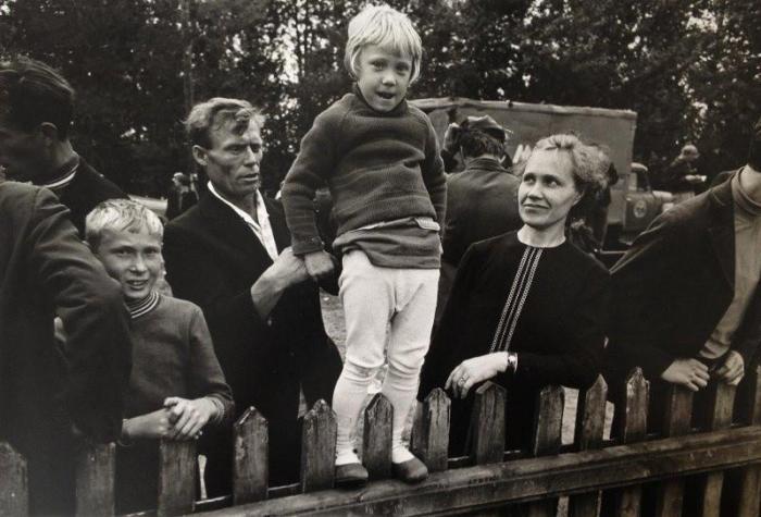 Девочка на заборе. СССР, 1968 год.