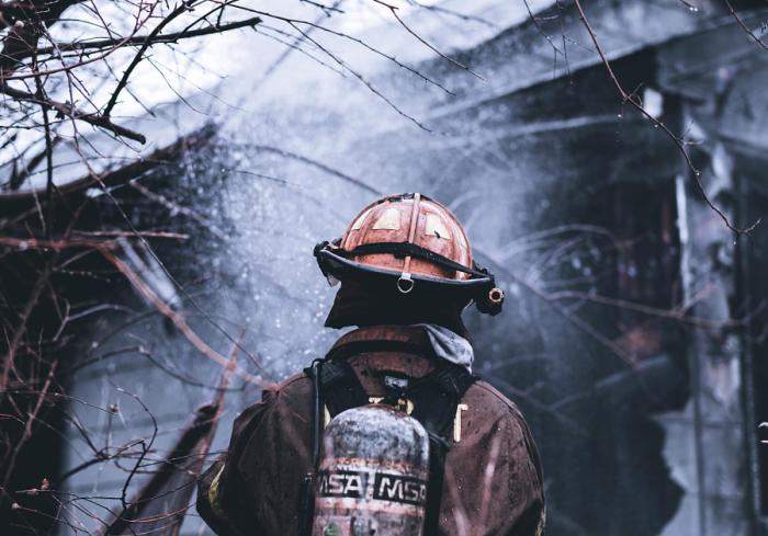 Пожар на окраине города. Автор фотографии: Тим Гоеко.