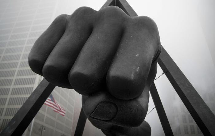 Памятник знаменитому легендарному боксеру Джо Луису. Автор фото: Тина Логан.