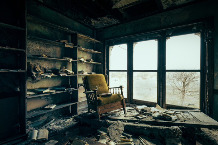 Заброшенное здание в центре города. Автор фотографии: Тодд Сайпс.