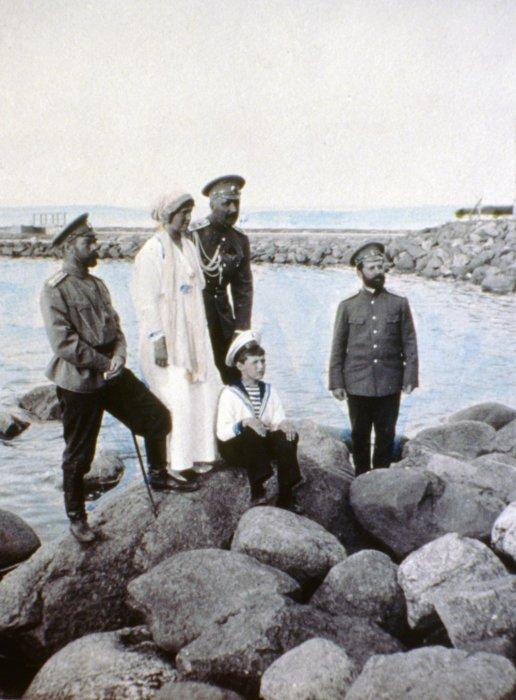 Император Всероссийский Николай II и его семья.