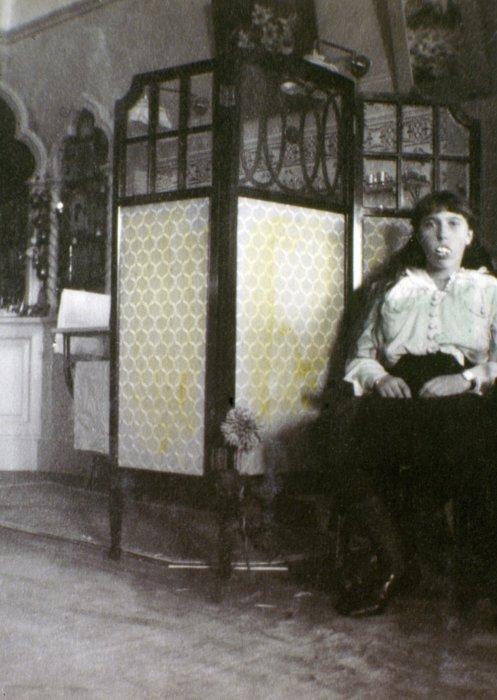 Анастасия Романова со вставными зубами.