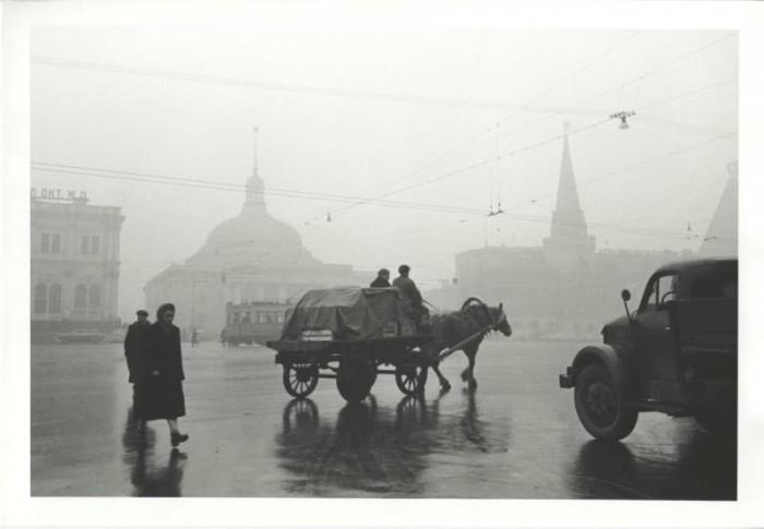 Извозчик на Комсомольской площади. СССР, Москва, 1957 год.