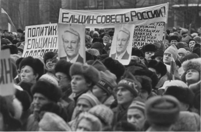 Митинг за сохранение СССР на Манежной площади в Москве, 23 февраля 1991 года.