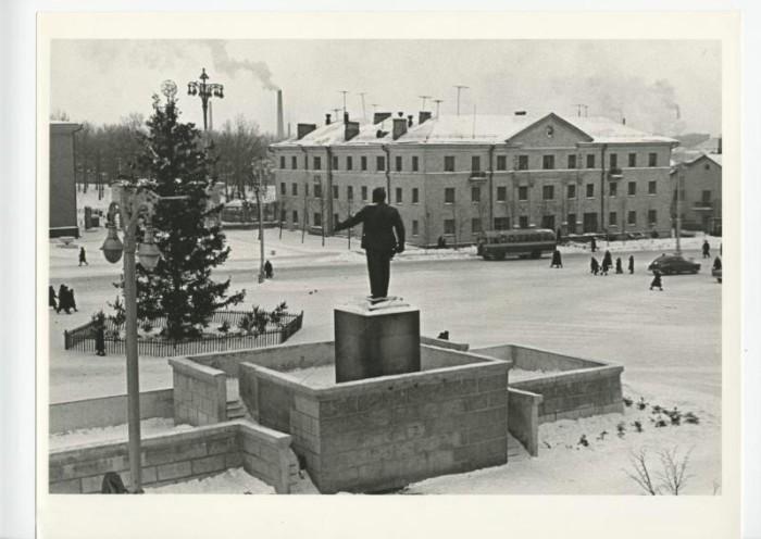 Памятник Владимиру Ленину. СССР, 1960-е годы.