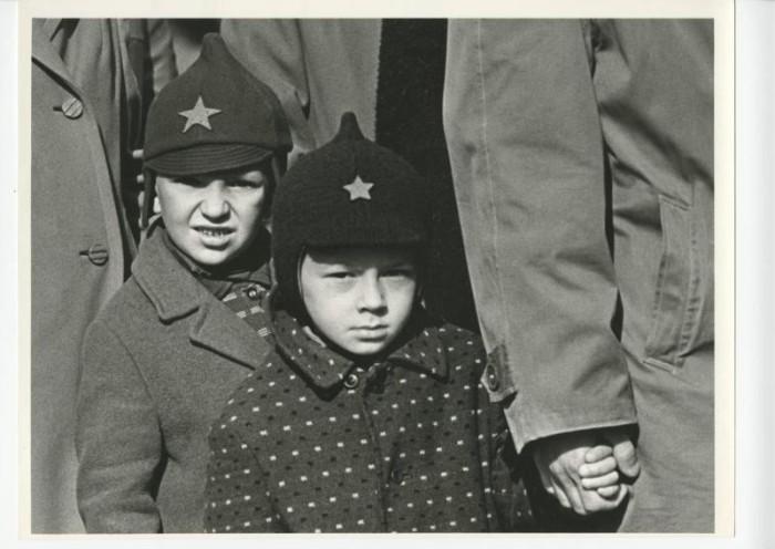Мальчики в буденовках. СССР, Москва, 1960-е годы.