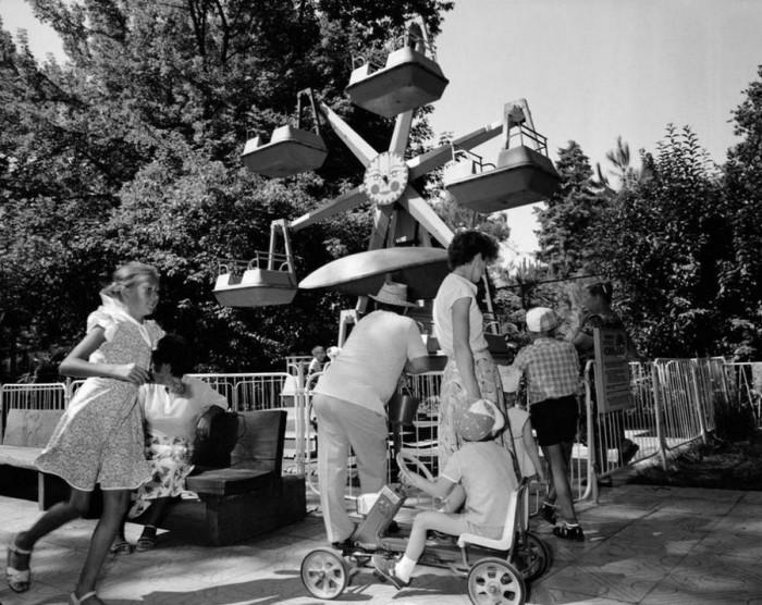 Развлекательный парк аттракционов в Сочи. СССР, Сочи, 1988 год.