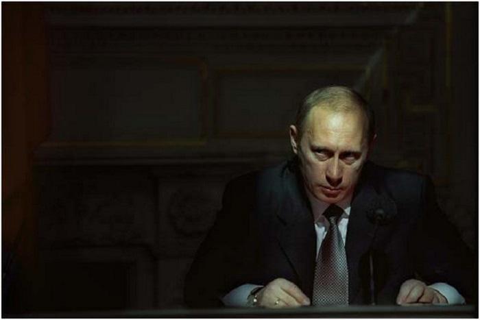 Действующий президент Российской Федерации. Россия, Санкт-Петербург, 2001 год.