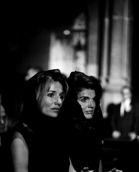 Жаклин Кеннеди и Ли Радзивилл на похоронах Роберта Кеннеди. США, Нью-Йорк, 1968 год.