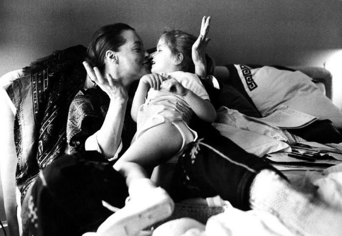 Роми Шнайдер с дочкой Сарой. Париж, 1981 год.