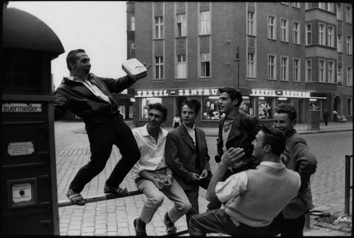 Фанаты Элвиса Пресли в Восточном Берлине, 1960 год.