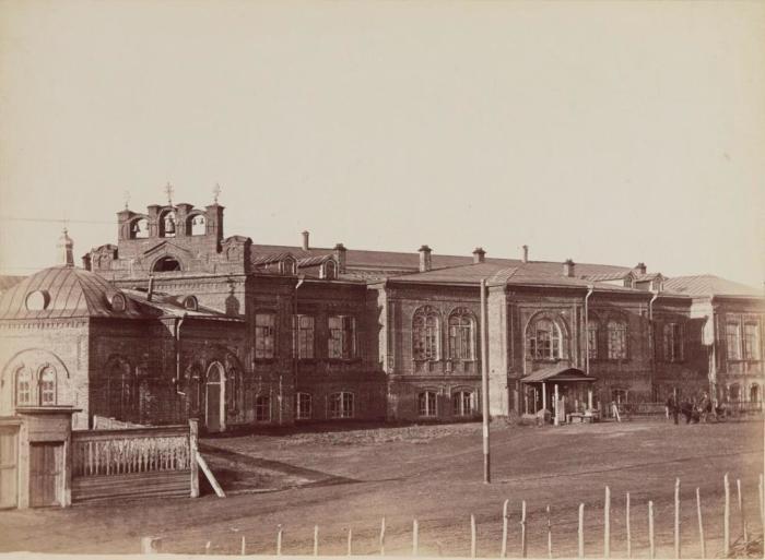 Здание городовой больницы с Пантелеймоновской церковью в Богородском переулке. Россия, Курган, 1895 год.