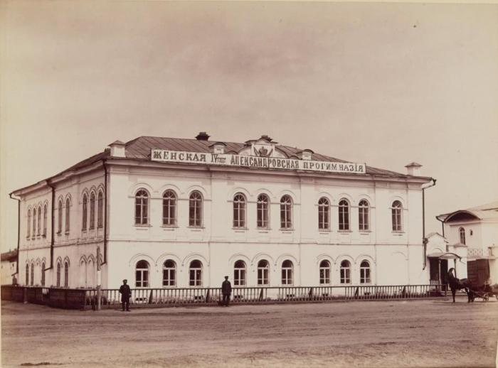 Здание Александровской женской четырехклассной прогимназии. Россия, Курган, 1895 год.
