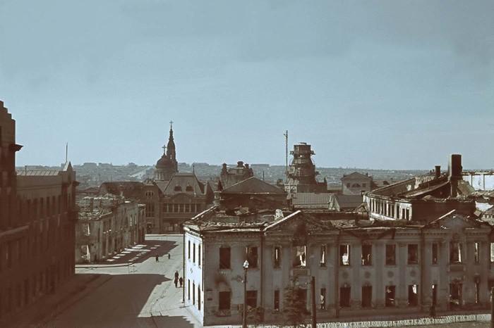 Поврежденные бомбардировками и артобстрелами кварталы вокруг Благовещенского собора.