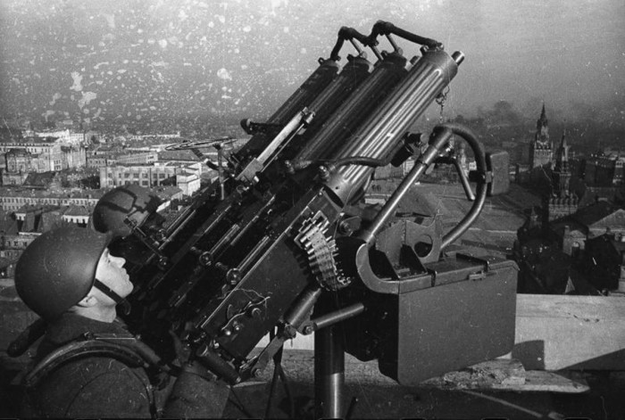 Зенитчики на крыше здания. СССР, 1941 год. Автор фотографии: Кнорринг Олег Борисович.