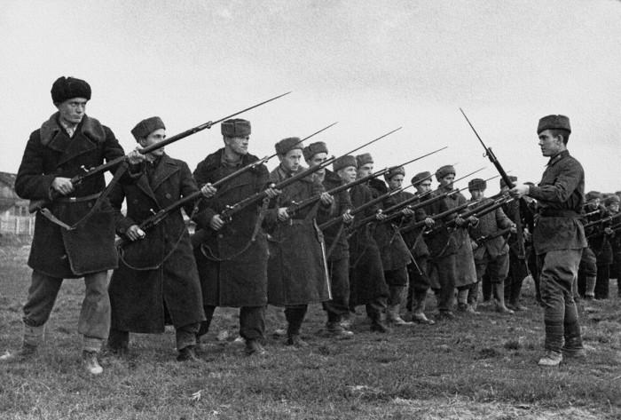 Первый батальон 1-го Московского коммунистического полка. СССР, 24 октября 1941 года. Автор фотографии: Вдовенко Борис Евгеньевич.