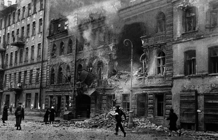 Руины на улице Достоевского, 1941 год.