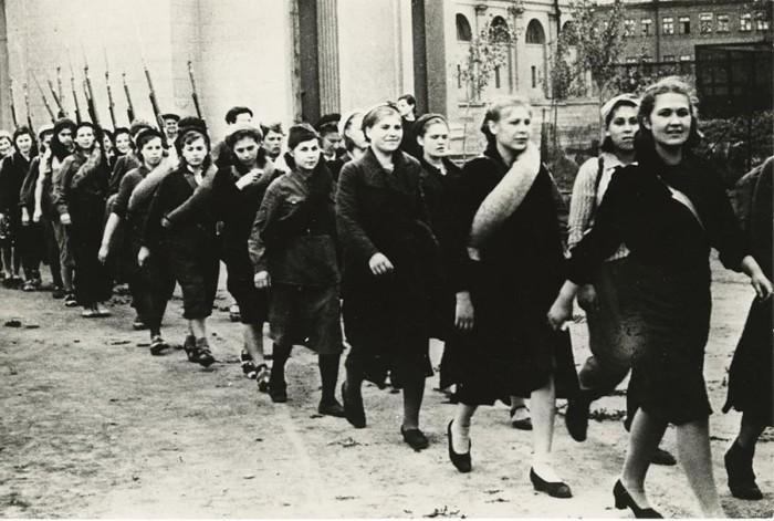 Бойцы, проходящие всеобщее военное обучение.СССР, Москва, 1941 год.