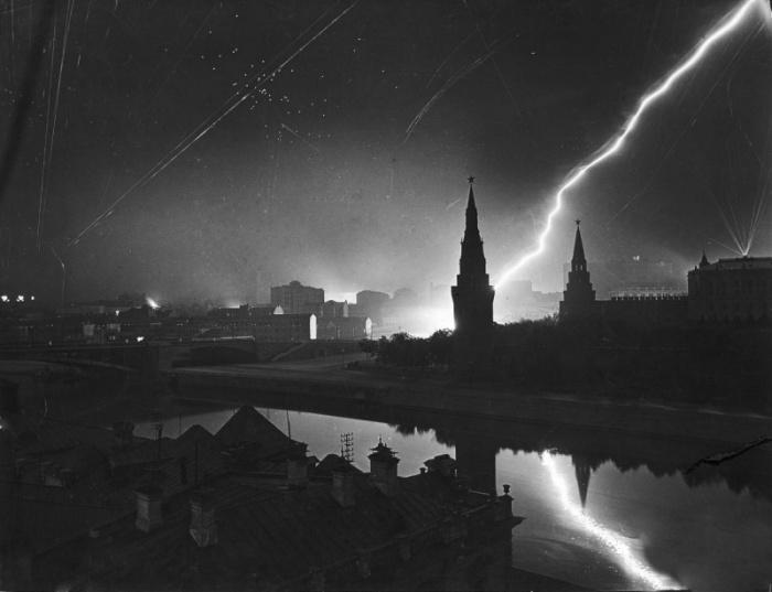 Бомбардировки Москвы фашистской авиацией 26 июля 1941 года.