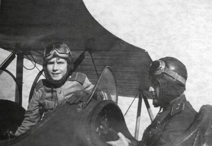 Командир 5-го штурмового авиакорпуса Герой Советского Союза генерал-майор Николай Петрович Каманин.
