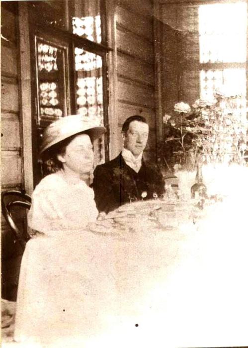 На террасе усадьбы Слепнево в 1911 году.