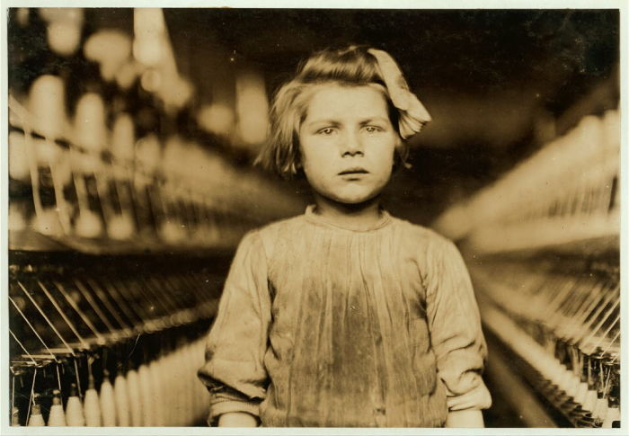 Девочка на фабрике по переработке хлопка. США, Джорджия, Огаста.