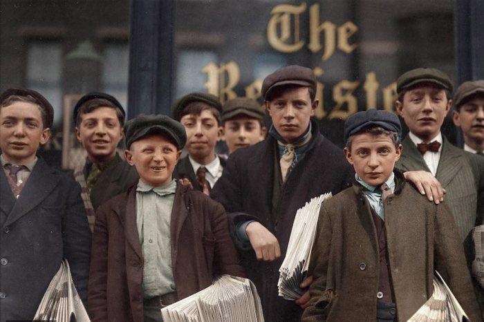 Некоторые из этих подростков были газетчики уже на протяжении 8 лет. США, Коннектикут,1909 год.