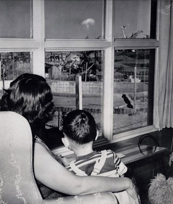 Грибовидное облако после ядерного взрыва на испытательном полигоне в Лас-Вегасе, 1953 год.