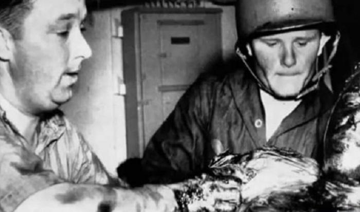 Выживший после гибели судна «Индианаполис».