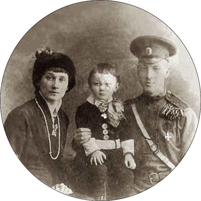 Анна Ахматова, Николай и Лев Гумилёвы.