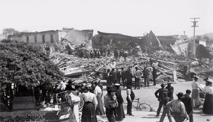 Разрушенный после землетрясения Санта-Роза. США, Калифорния, 1906 год.